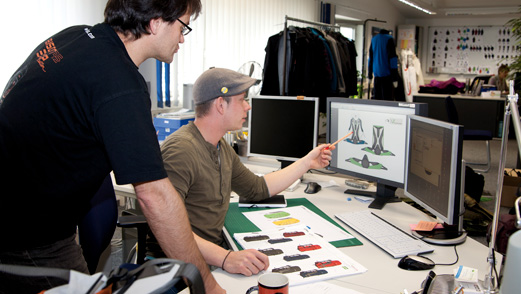 Die Produktideen aus der Konzeptionsphase werden von unseren Designern in Dasing gezeichnet und mit detaillierten Angaben versehen.